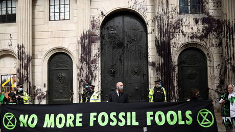 Activists from the Extinction Rebellion, a global environmental movement, protest outside the Bank of England, in London, Britain, April 1, 2021 © REUTERS/Henry Nicholls
