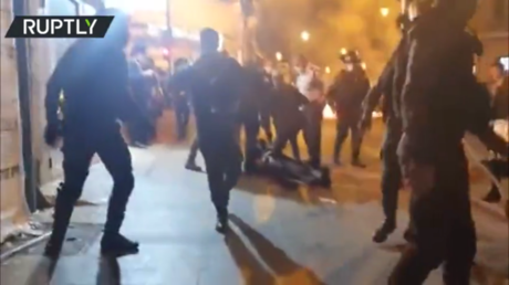 Ultra-Orthodox Jews scuffle with Jerusalem police amid protest against autopsy of drowned yeshiva student (VIDEO)