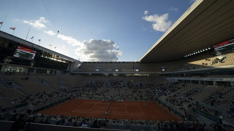 General view of Philippe Chatrier Court © REUTERS / Susan Mullane