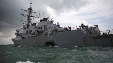 The US Navy guided-missile destroyer USS John S. McCain is seen in Singapore waters (FILE PHOTO) © REUTERS/Ahmad Masood