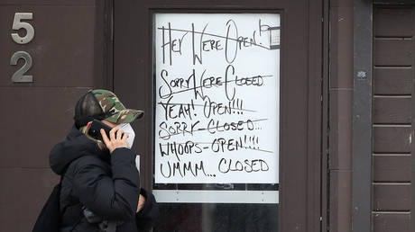 FILE PHOTO: Spice Lounge and Tapas on Lakeshore Road East has signs in their business door that expresses frustration with confusion over the lockdowns as Ontario tightens restrictions to slow the spread of the COVID-19 pandemic in Port Credit. April 5, 2021