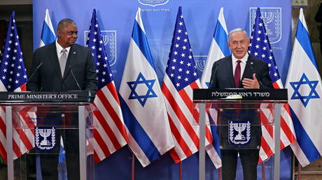 US Defence Secretary Lloyd Austin and Israeli Prime Minister Benjamin Netanyahu give a statement after their meeting in Jerusalem. ©Menahem Kahana / Pool via REUTERS