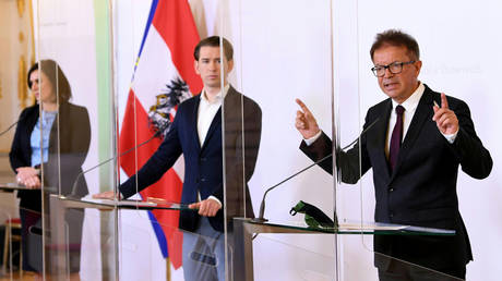 Health Minister Rudolf Anschober with Chancellor Sebastian Kurz and Tourism Minister Elisabeth Koestinger attend a news conference during the coronavirus disease (COVID-19) outbreak in Vienna, Austria, (FILE PHOTO) ©Helmut Fohringer/Pool via REUTERS