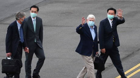 Former US Senator Chris Dodd and former US Deputy Secretary of State Jim Steinberg walk with Taiwan Foreign Minister Joseph Wu as they arrive at Songshan airport in Taipei, Taiwan April 14, 2021 © Central News Agency/Pool via REUTERS