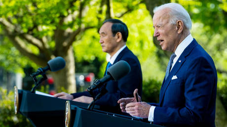 US President Joe Biden (R) and Prime Minister Yoshihide Suga of Japan hold a news conference at the White House on April 16, 2021. © Getty Images / Doug Mills-Pool