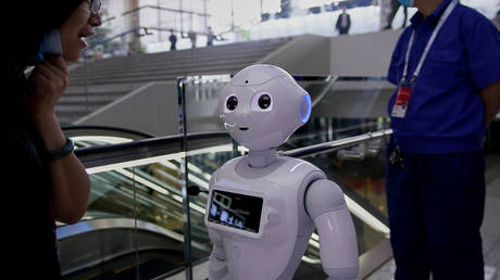 Go ahead and tell the class that robot's gender © Reuters / Aly Song