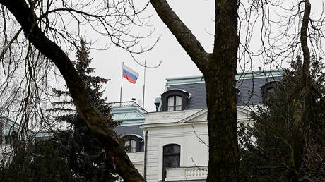 A national flag of Russia flies on the Russian embassy in Prague. © Reuters / David W Cerny