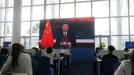 Chinese President Xi Jinping is seen on a giant screen at a media center, as he delivers via video link a keynote speech at the opening ceremony of the Boao Forum for Asia, in Boao, Hainan province, China April 20, 2021. © REUTERS/Kevin Yao
