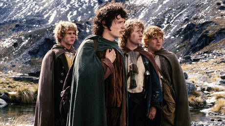 A screenshot from 'The Lord of the Rings: The Fellowship of the Ring' (2001) film directed by Peter Jackson.