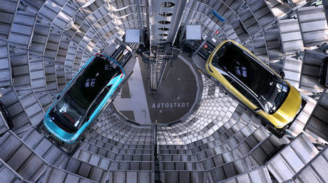 FILE PHOTO. New Volkswagen (VW) ID.4 (right) and ID.3 (left) electric automobile at the storage facility of Volkswagen in Wolfsburg. © AFP / Ronny Hartmann
