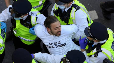Police detain a demonstrator during an anti-lockdown 'Unite for Freedom' protest, in London, Britain on April 24, 2021. © REUTERS/Toby Melville