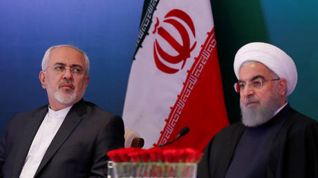 Iranian President Hassan Rouhani (R) and Foreign Minister Mohammad Javad Zarif (L) attend an event in Hyderabad, India, 2018. © Danish Siddiqui / Reuters