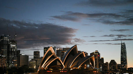 FILE PHOTO: The Sydney Opera House in Sydney, Australia  © Reuters / Loren Elliott