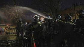Police deploy tear gas & flashbangs against crowd of Daunte Wright protesters outside Brooklyn Center precinct (VIDEOS)