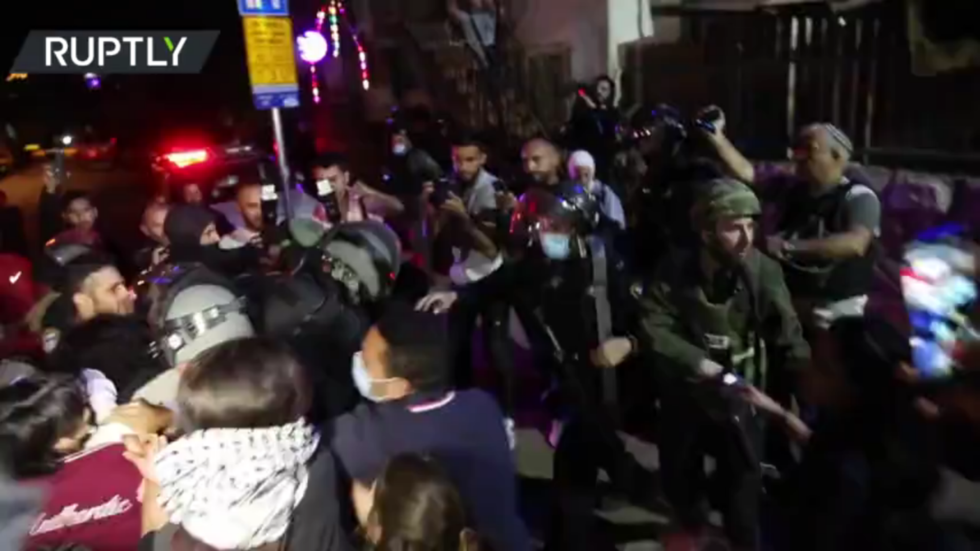 Violence erupts in East Jerusalem as Israeli police disperse protesters demonstrating against Palestinian evictions (VIDEO)