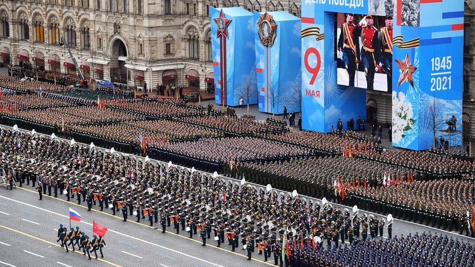 Russia celebrates WWII Victory Day with traditional grand military parade in Moscow (FULL VIDEO)