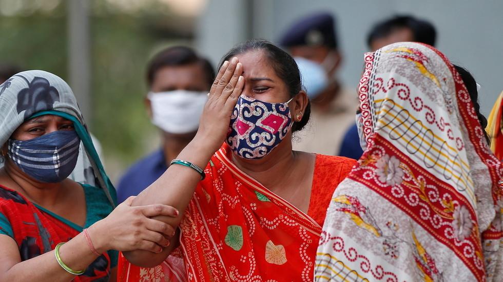 Über Indien wird uns jetzt eine neue Variante von Virus propagiert, die angeblich resistent gegen den Impfstoff sein soll! Kommt nun der ewige Lockdown?