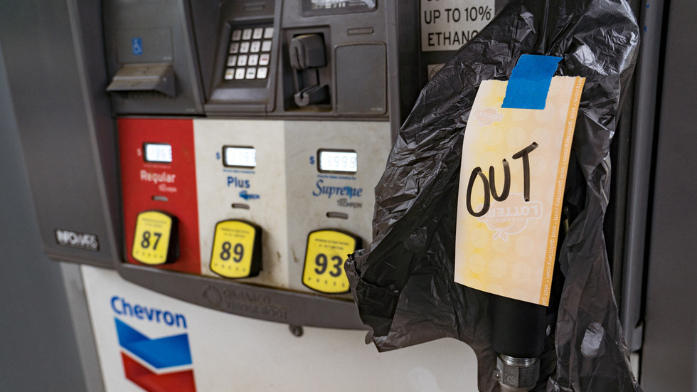 US fuel crisis eases after cyberattack, but many petrol pumps remain dry