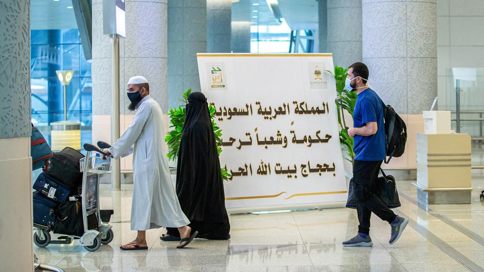 Saudi-Arabien: Wer den experimentellen Impfstoff verweigert, darf das Land nicht verlassen, Einkaufszentren und Universitäten nicht besuchen und vieles mehr