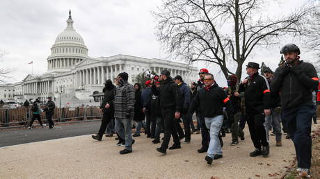 FILE PHOTO: Members of the the 'Proud Boys' march to the US Capitol Building in Washington, DC, January 6, 2021 © Reuters / Leah Millis