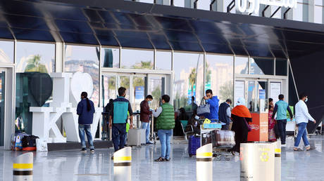 Kuwait forbids unvaccinated citizens from traveling outside the country