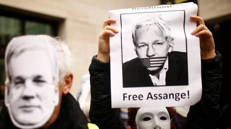 FILE PHOTO: Demonstrators protest outside of Westminster Magistrates Court during the extradition trial for WikiLeaks founder Julian Assange, in London, Britain, October 21, 2019.