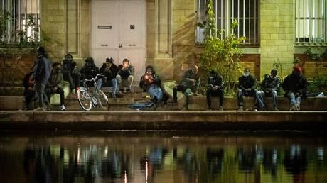 French police investigating Paris firework incidents after vigilantes reportedly target drug users (VIDEOS)