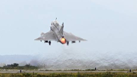 FILE PHOTO:  A Mirage 2000 fighter jet takes off during a military drill at Solenzara Air Base, Corsica, March 17, 2016 © AFP / Pascal Pochard-Casabianca