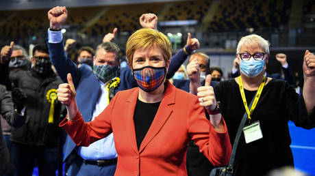 Nicola Sturgeon reacts after being declared the winner of the Glasgow Southside seat at Glasgow counting centre in the Emirates Arena in Glasgow on May 7, 2021, during counting for the Scottish parliament elections. © AFP / Andy Buchanan