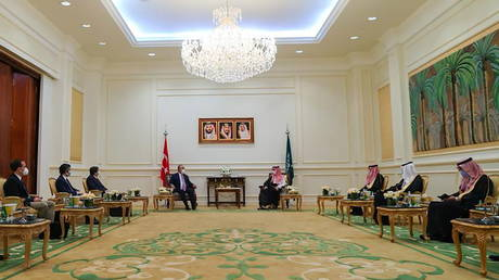 Turkey & Saudi Arabia agree to keep mending relations during Turkish FM