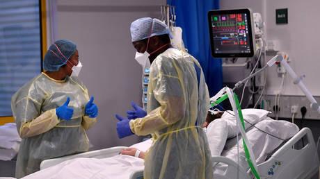 FILE PHOTO: ICU (Intensive Care Unit) at Milton Keynes University Hospital, Milton Keynes, Britain. © Reuters / Toby Melville