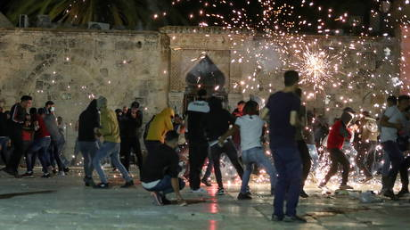 Clashes between Palestinians and Israeli police at the Al-Aqsa Mosque in Jerusalem. © Reuters / Ammar Awad