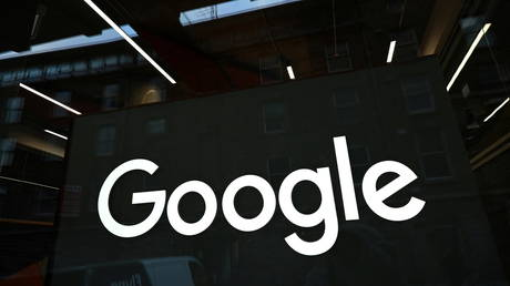 FILE PHOTO: The Google logo on the company's European headquarters in Dublin, Ireland. © Reuters / Clodagh Kilcoyne