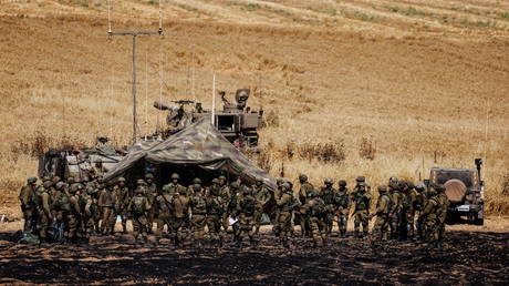 IDF soldiers at the Israeli side of the Gazan border, May 14, 2021. © Amir Cohen / Reuters