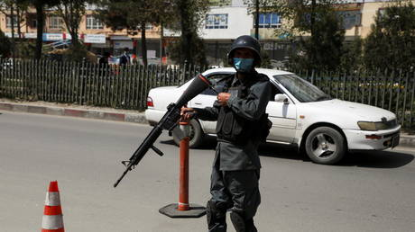 FILE PHOTO: An Afghan police officer at a checkpoint in Kabul, Afghanistan, April 14, 2021. © Omar Sobhani / Reuters