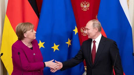 Russian President Vladimir Putin and German Chancellor Angela Merkel (January 11, 2020 file photo)