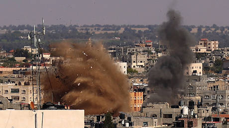 Smoke billows following an Israeli airstrike on a house in Rafah in the southern Gaza Strip on May 19, 2021. © AFP / SAID KHATIB
