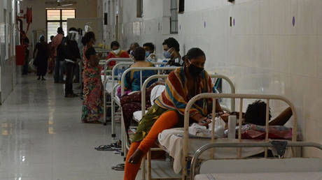 Patients who recovered from Covid-19 coronavirus and now infected with Black Fungus, a deadly fungal infection, can be seen at a ward of a government hospital in Hyderabad on May 21, 2021. © AFP / NOAH SEELAM