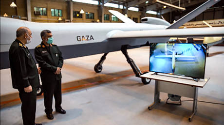 """General Hossein Salami (L) and Amir Ali Hajizadeh commander of Aerospace Force of the IRGC, unveiling a new combat drone called """"Gaza"""" in tribute to Palestinians, in the capital Tehran. © AFP / SEPAH NEWS / IRAN'S REVOLUTIONARY GUARDS WEBSITE"""