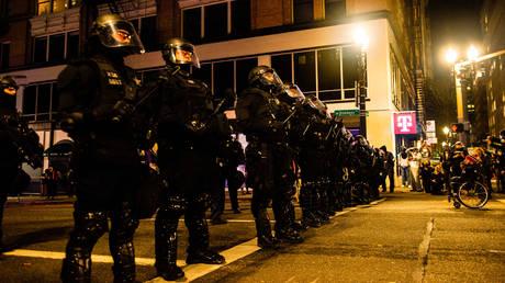 FILE PHOTO. Portland City Police confront protesters in Portland, Oregon. © AFP / Kathryn ELSESSER