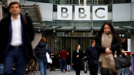 FILE PHOTO: Pedestrians walk past a BBC logo at Broadcasting House in London, Britain. © Reuters / Henry Nicholls