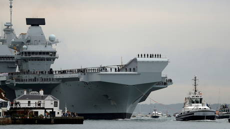 FILE PHOTO: Royal Navy aircraft carrier, HMS Queen Elizabeth at Portsmouth Naval base, Britain. © Reuters / Peter Nicholls