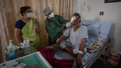 A doctor inspects a patient of Mucormycosis or black fungus in a dedicated ward for similar patients at Noble Hospital, Hadapsar on May 22, 2021 in Pune, India. © Pratham Gokhale/Hindustan Times via Getty Images