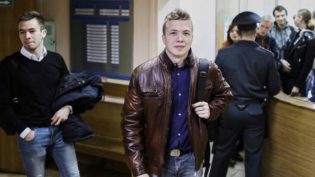 FILE PHOTO. Opposition blogger and activist Roman Protasevich arrived for a court hearing in Minsk, Belarus. © Reuters / Stringer