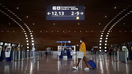 FILE PHOTO. Charles-de-Gaulle airport amid the coronavirus disease (COVID-19) outbreak, in Roissy, near Paris, France. © Reuters / Christian Hartmann