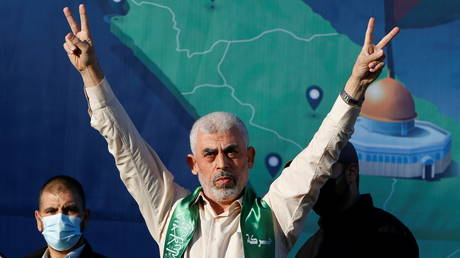 Hamas Gaza Chief Yehya Sinwar gestures during a rally in Gaza City. © Reuters / Mohammed Salem