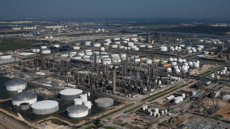 Shell's massive refining complex in Deer Park, Texas, is shown in a 2017 file photo © Adrees Latif