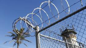 California gives 76,000 inmates, mostly violent criminals, chance for earlier release amid prison population cuts – media