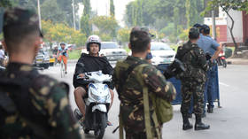 Civilians flee as Philippines soldiers dislodge 200 (hungry?) Islamist militants who seized town market – media