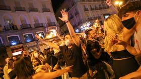 Street parties erupt in Spain as government lifts coronavirus curfew (VIDEOS)